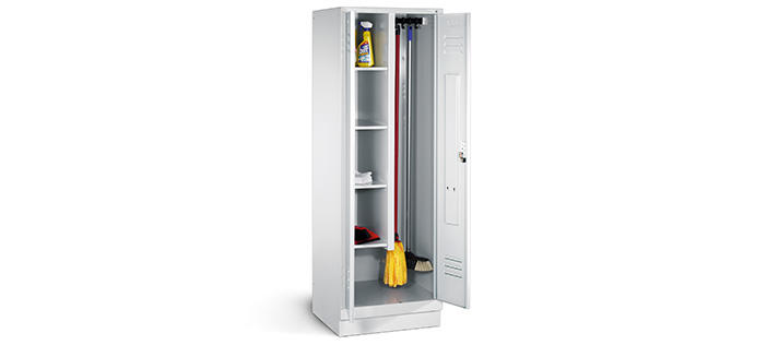 Equipment cabinets and lockers