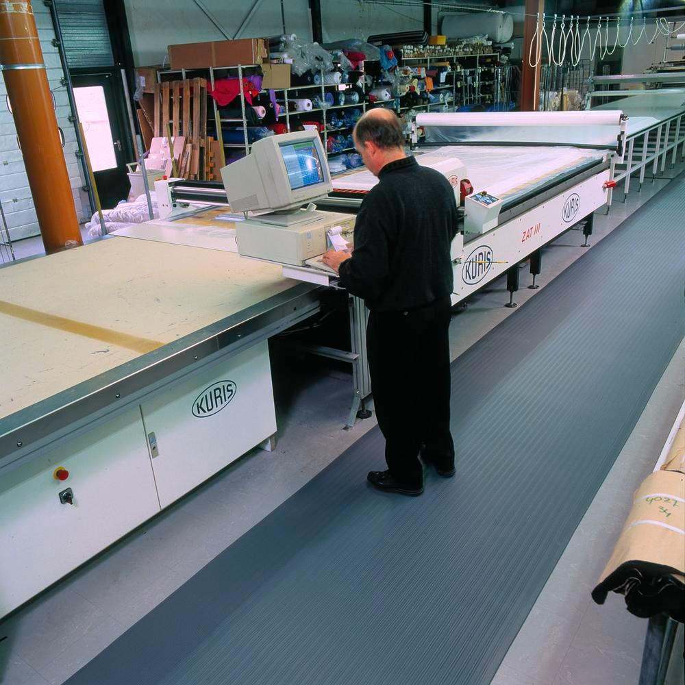 Anti-fatigue flooring for dry work areas, width 0.6 m, length max. to 18 m, grey with grooves - 2