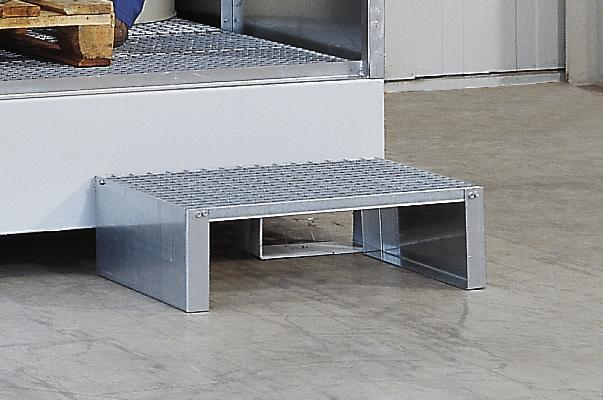 Step manufactured from galvanized stud plate - 1