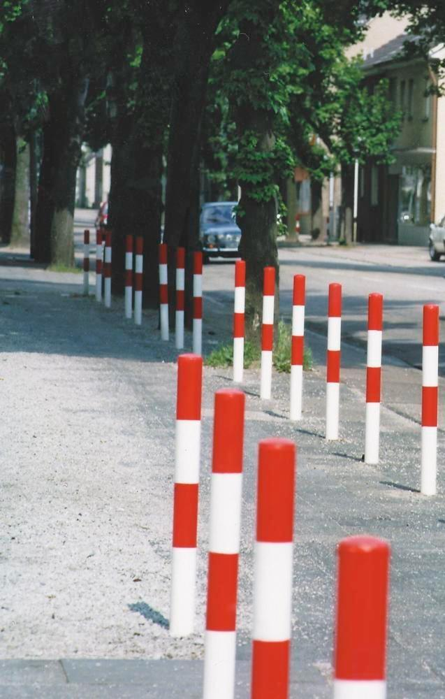 Barrier post, hot dip galv. and painted red-white, for concreting in, Ø 76 mm, no chain eye - 1