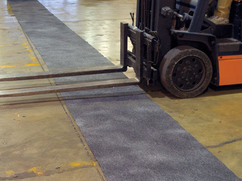 Absorbent carpet for walkways and corridors - also for forklift traffic